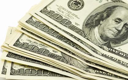 Жители Казахстана начали массово скупать доллары