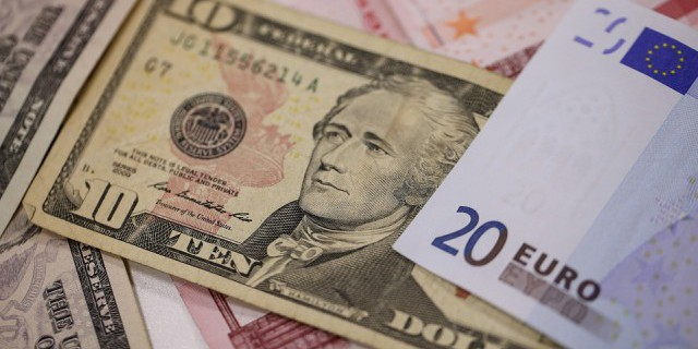 Курс евро растет в ожидании «минуток» ФРС
