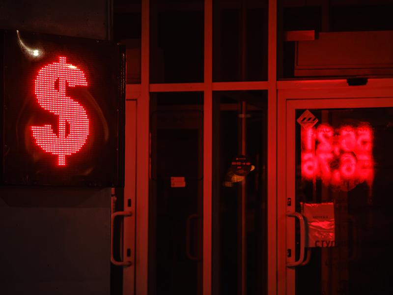 К концу года цены на нефть упадут ниже 39 долларов, доллар будет стоить 70 рублей