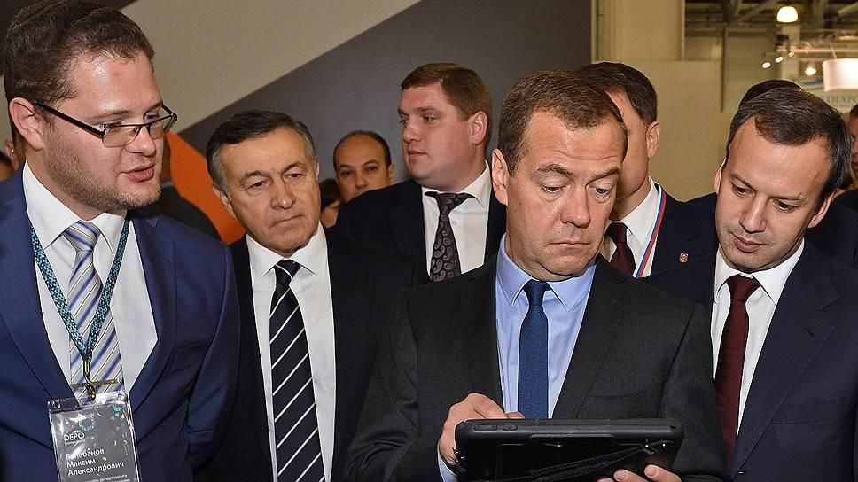Дмитрию Медведеву показали плоды трудов отечественных производителей