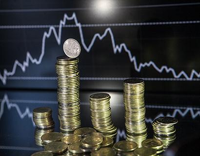 ЦБ: реальный курс рубля к доллару за девять месяцев снизился на 9,4%