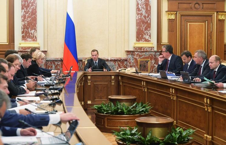 Медведев: аграрии выдержали нагрузку, связанную с удорожанием кредитов и топлива