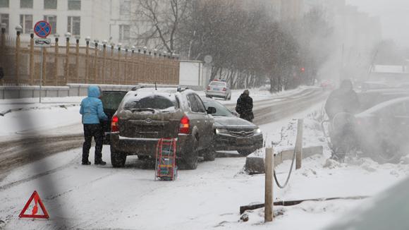 Россияне в кризис сэкономили на зимних шинах