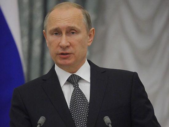 Путин обсудит с членами правительства повышение зарплат бюджетников