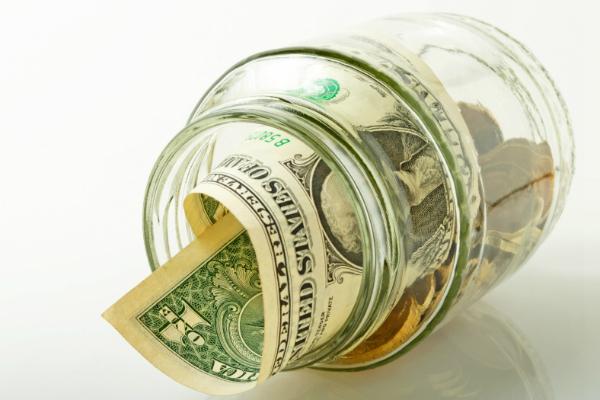Курс доллара опустился до 61 рубля