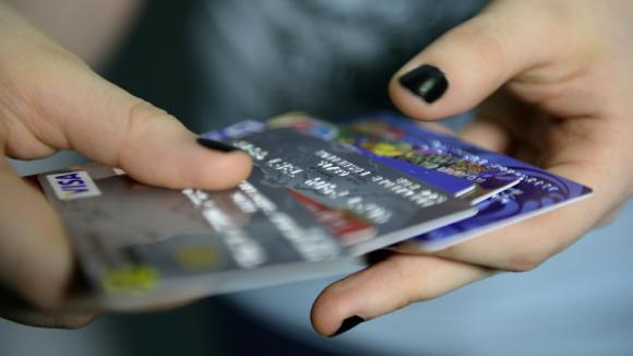 Споры о хищениях с карт россиян переведут в арбитражные суды