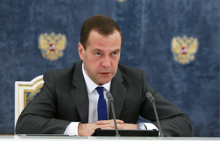 Медведев обсудит с членами кабмина план мер по развитию экономики в 2016 году