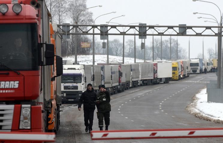 Осуществление грузоперевозок между РФ и Польшей по спецразрешениям продлено до 15 апреля