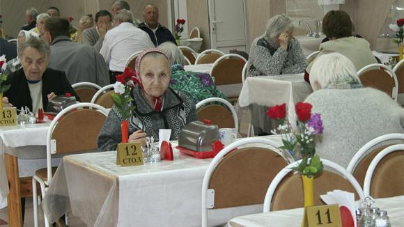 11% россиян хотят отдать пожилых родственников в дома престарелых
