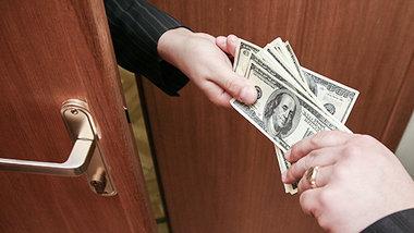 Коррупция в бизнес-среде РФ снизилась до уровня США и Польши