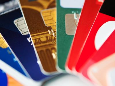 Банки заблокируют карты без согласия клиентов