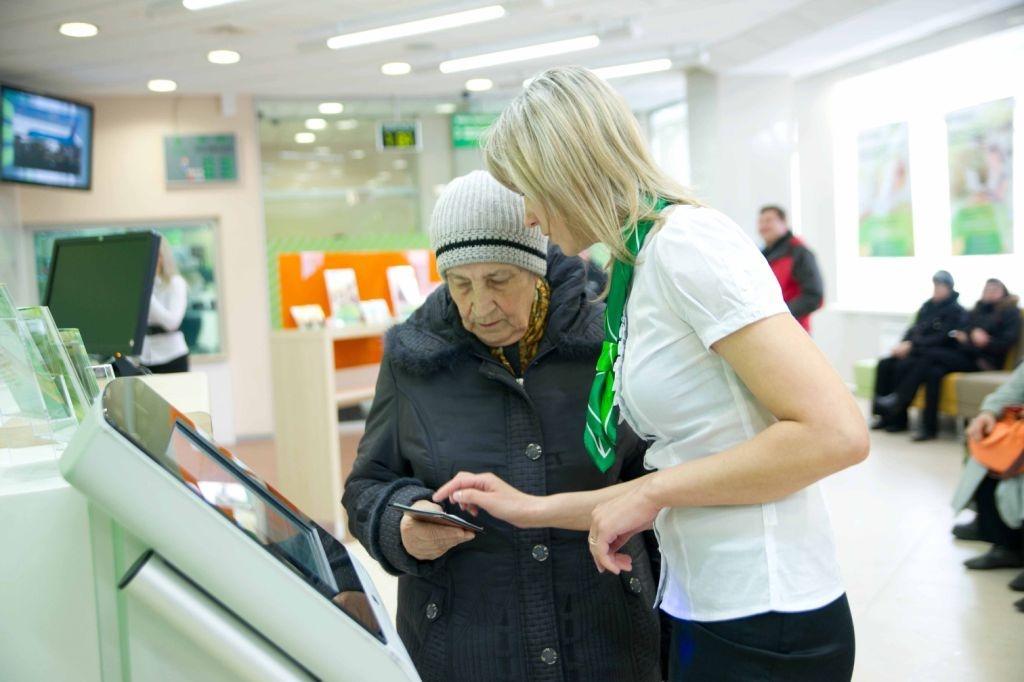 Сбербанк планирует запустить обслуживание инвалидов на дому