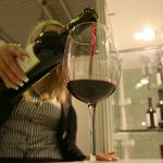 Продавать онлайн разрешат лишь сухое вино и пиво