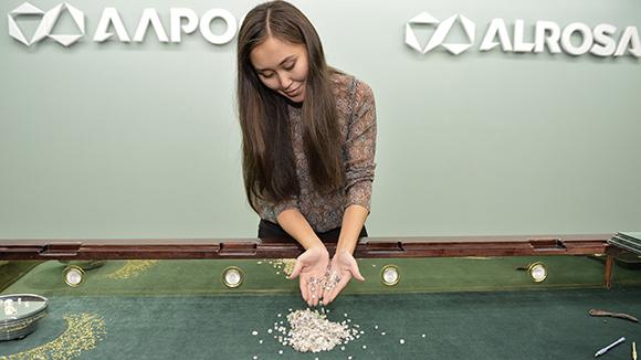 Россия в 2017 году представит миру «Российские бриллианты»