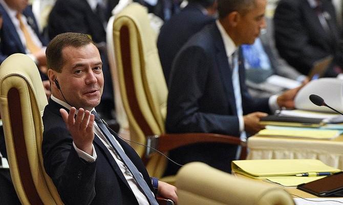 Медведев распределил дотации между самыми успешными регионами
