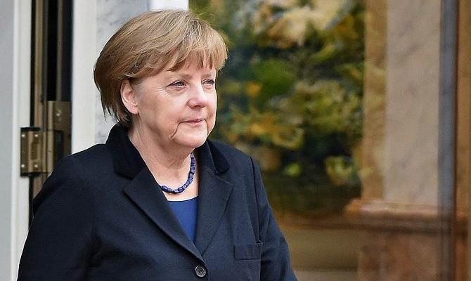 Меркель объяснила решение продлить санкции против России