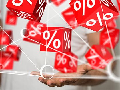 Максимальная ставка топ-10 банков по вкладам в рублях еще немного снизилась — до 8,64%