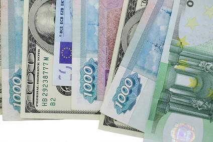 ВТБ прогнозирует укрепление рубля до 55 руб. за доллар