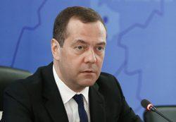 Медведев пообещал вывести МРОТ на уровень прожиточного минимума