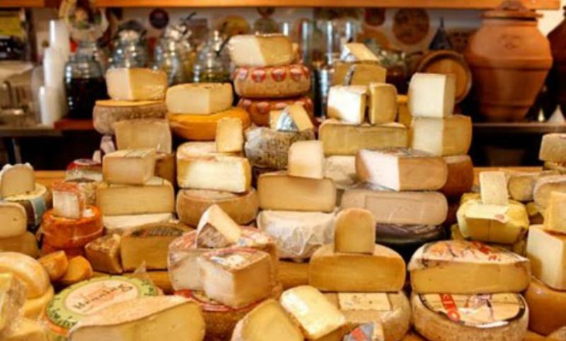 Россия ограничила ввоз белорусских сыров, масла и молока из-за найденных в них антибиотиков
