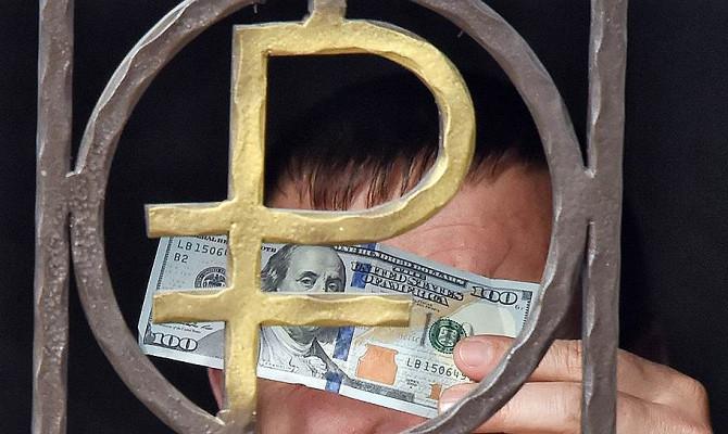 Доллар потерял 2 копейки на закрытии торгов