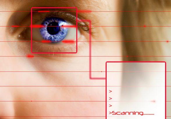 Клиентов банков будут проверять по сетчатке глаза