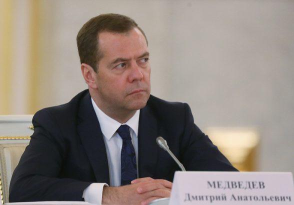 Медведев потребовал не допускать резких скачков цен на рыбу в России