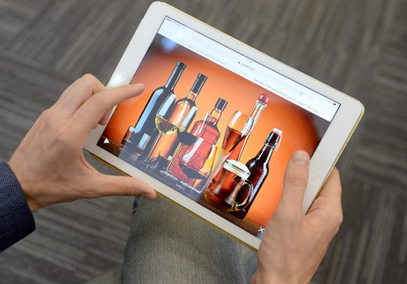 Алкоголь и в интернете — по паспорту