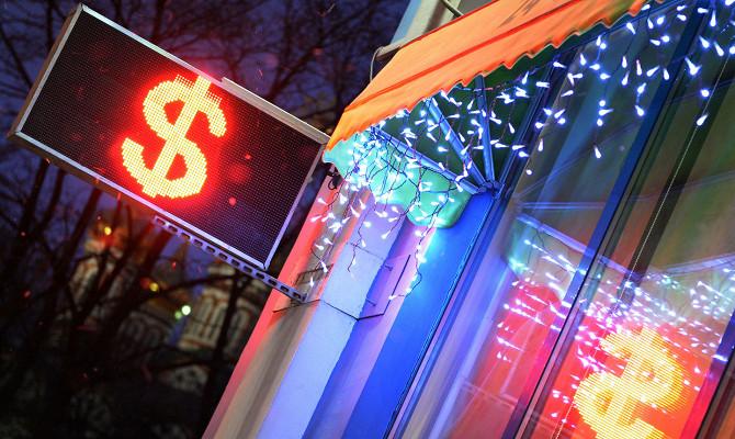 Экономисты назвали предельный курс падения доллара