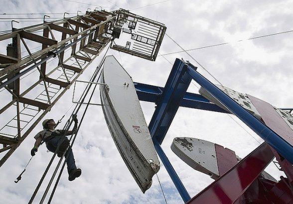 Страны ОПЕК+ решили продлить сделку по сокращению добычи нефти до конца 2018 года