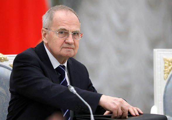 Зорькин: компенсацию акционерам ЮКОСа надо выплатить за счет выведенных компанией средств