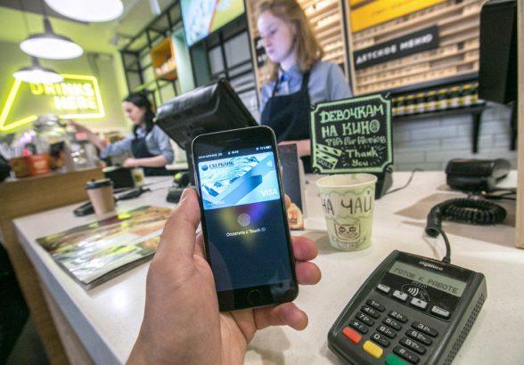 Мелкую розницу обяжут принимать банковские карты