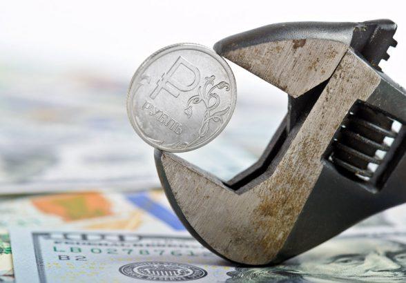 Курс рубля в августе не покинет апрельские рамки