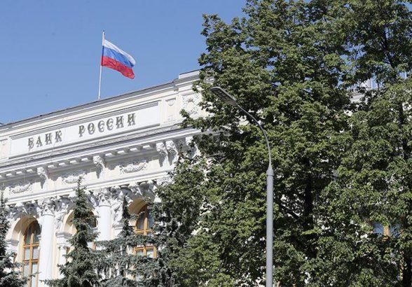 Российскую экономику замедлили указы Путина и санкции Трампа