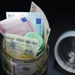 Названы курсы рубля к доллару и евро на начало ноября