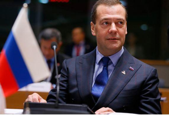 Медведев угрожает нефтяникам из-за цен на бензин