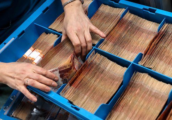 Минфин РФ направит на закупки валюты рекордные 525,8 млрд рублей