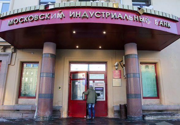 Клиенты МИнБанка вывели более 20 млрд рублей за неделю санации