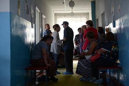 Путин освободил от налогов сельских учителей и врачей
