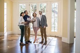Как продать квартиру с помощью риэлтора