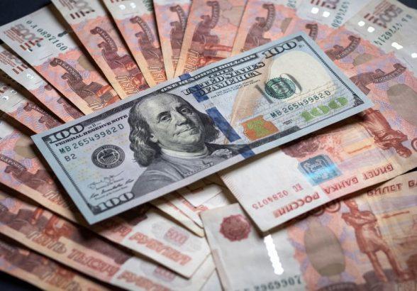 Доллар уйдет ниже 65 рублей после взлета на фейковой новости