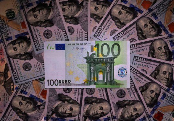 Сколько будут стоить доллар и евро к концу недели