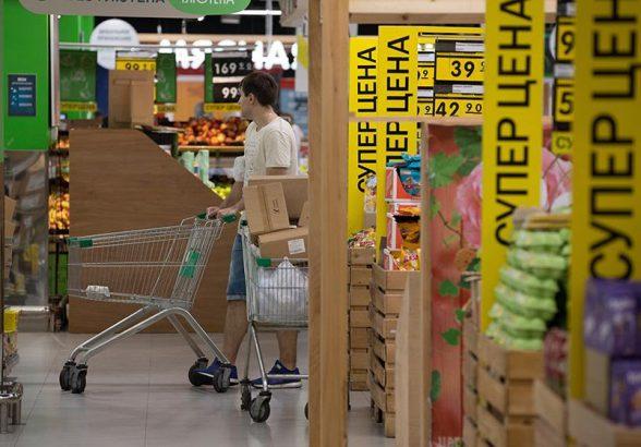 Опрос: более половины россиян покупают товары только по акциям
