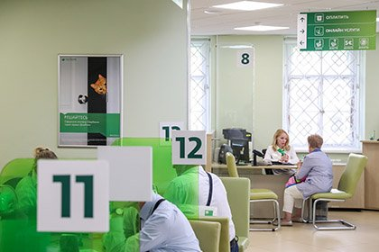 СМИ выяснили, сколько клиентов Сбербанка жалуются на очереди в офисах