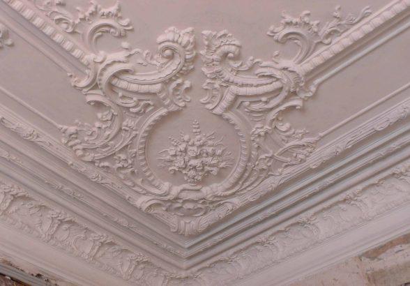 Реставрация памятников архитектуры и художественной лепнины в старых помещениях