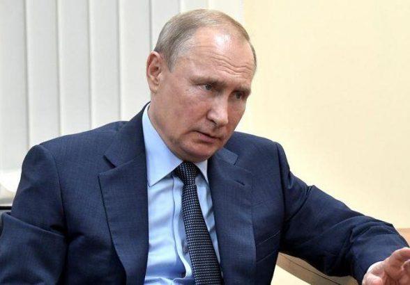 Путин поручил военным подключиться к тушению пожаров в Сибири