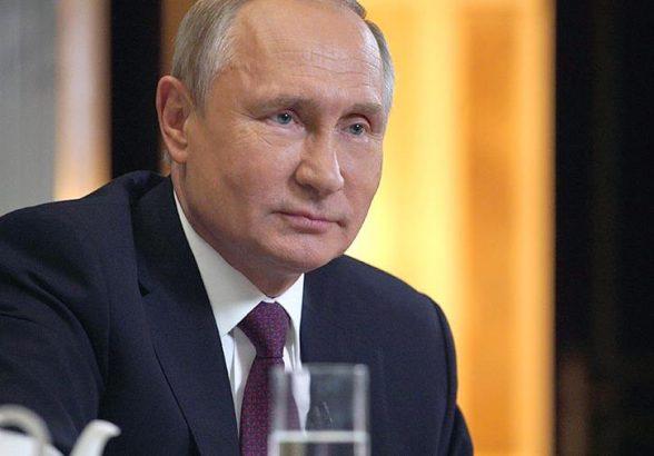 Путин упростил получение разрешения на временное проживание в России
