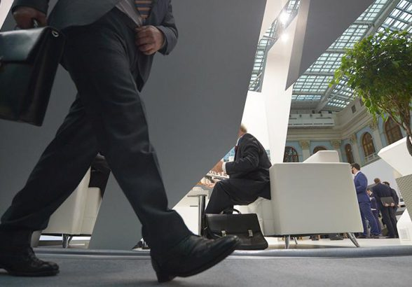 Названы вакансии в регионах России с зарплатой от 200 тыс. рублей