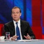 """Медведев назвал неприемлемым """"отсечение"""" людей от иностранных лекарств"""