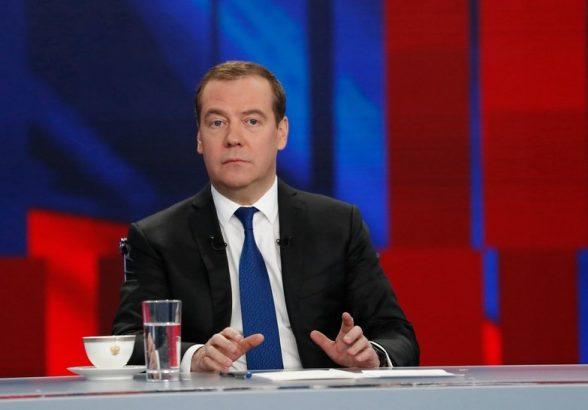 Медведев назвал неприемлемым «отсечение» людей от иностранных лекарств